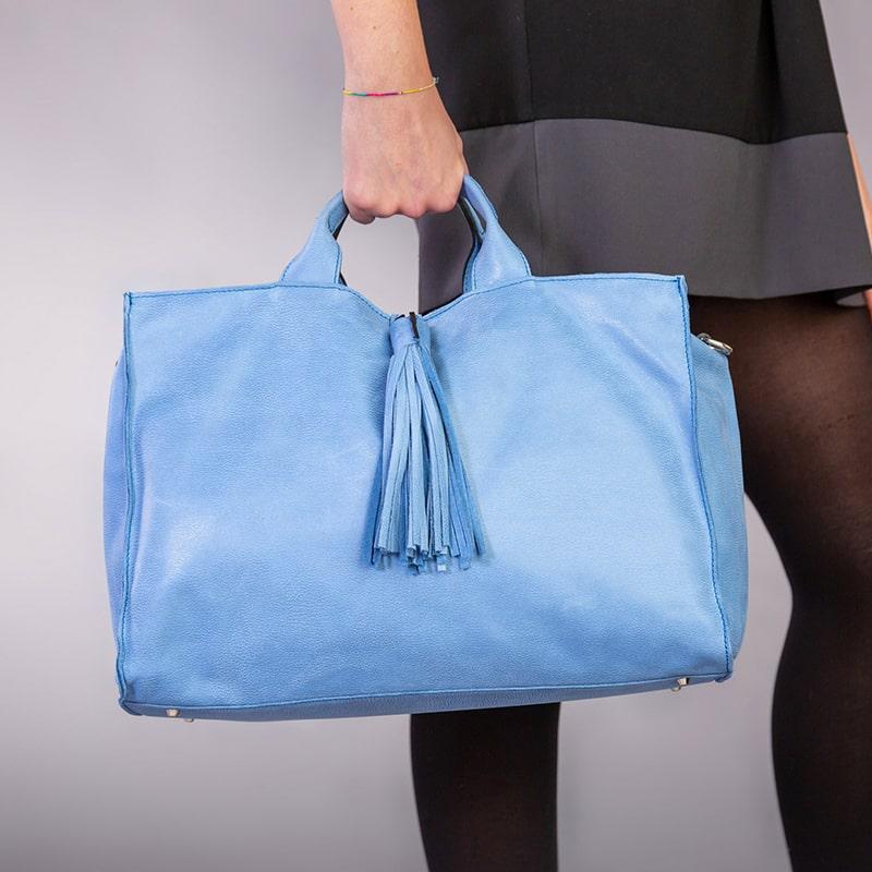 Mia Piccola Borsa Artigianale Donna Pelle Soft Colore Serenity Made Italy Indossata